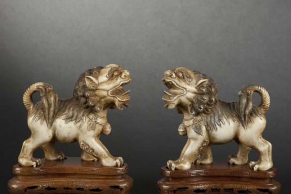 Paire de lions Ivoire sculpté Chine XXème siècle