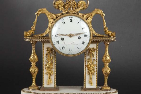 Pendule portique Epoque Louis XVIème siècle