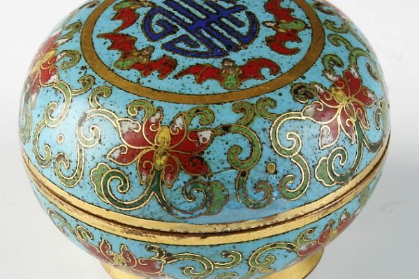 Boite ronde couverte en bronze doré et émail cloisonné   CHINE    Dynastie Qing