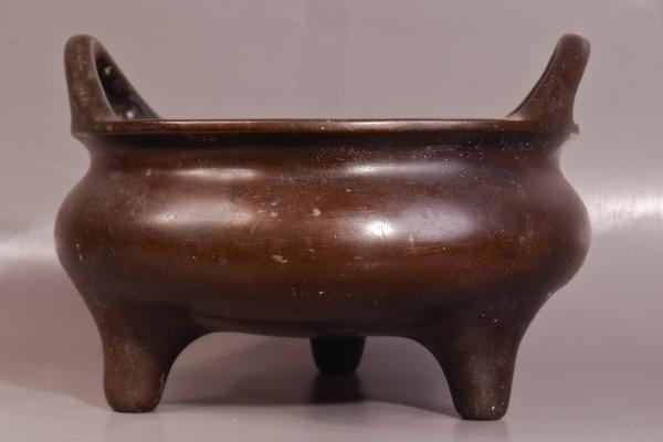 Brûle parfum tripode en bronze patiné  CHINE Dynastie Qing