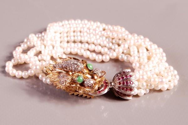 Bracelet en perles Fermoir dragon en or paré de jadeite et rubis
