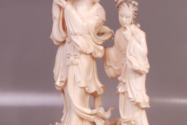 Groupe en ivoire sculpté  Guanyin  CHINE    Epoque XX° siècle