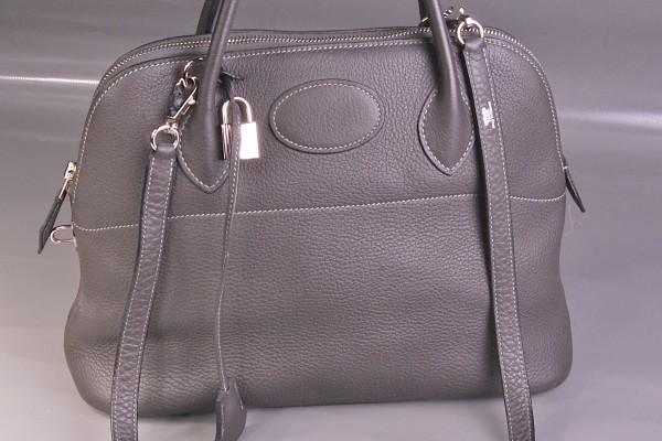 HERMES   Made in France  sac bolide en cuir grainé gris