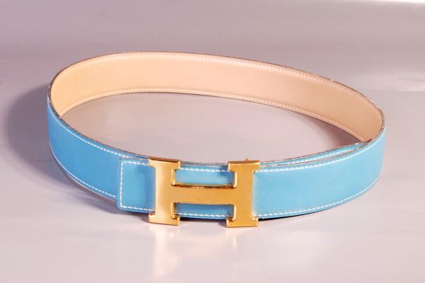 HERMES  ceintue en cuir bleu  Boucle H dorée