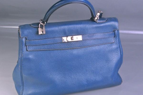 HERMES  sac Kelly en cuir grainé bleu  40 cm