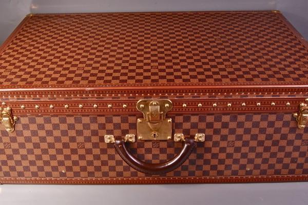 LOUIS VUITTON valise à damier