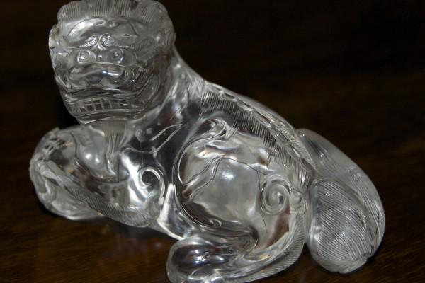 Lion couché en cristal de roche     CHINE    Dynastie Qing