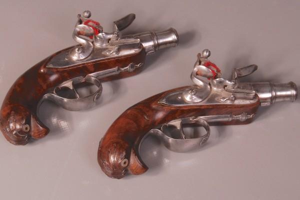 Paire de pistolets miniatures Epoque XVIII° siècle