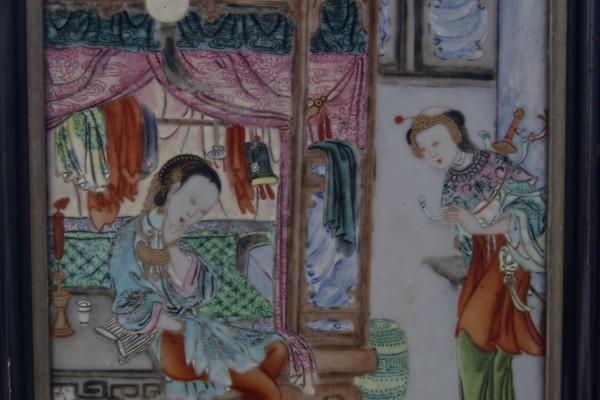 Plaque en porcelaine  famille rose  CHINE  Dynastie Qing