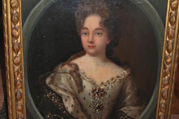 Portrait de femme      XVIII° siècle   cadre en bois doré