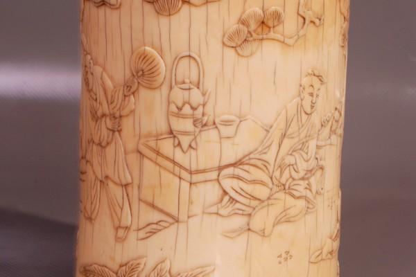 Pot à pinceaux en ivoire sculpté. CHINE  Dynastie Ming