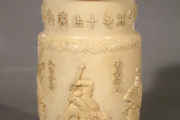 Pot couvert en ivoire sculpté