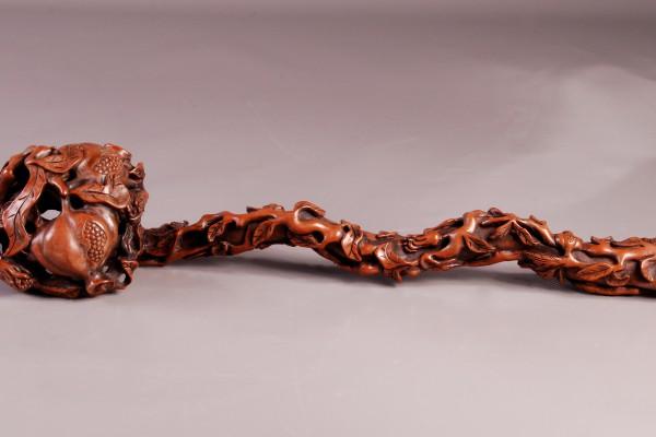 Sceptre en bois sculpté  CHINE