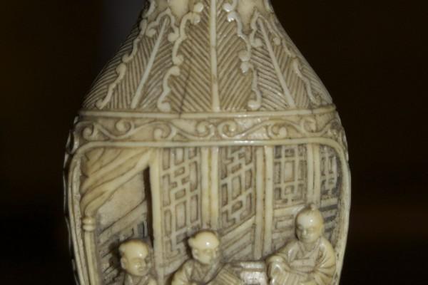Tabatière en ivoire sculpté  CHINE  Dynastie Qing