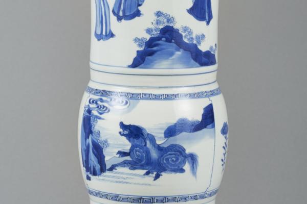 Vase en porcelaine blanc bleu CHINE   Epoque Kangxi