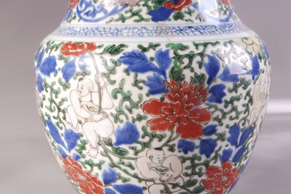 Vase en porcelaine. CHINE   Epoque Kangxi