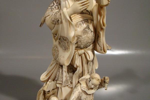 Groupe en ivoire sculpté Japon          XIX° siècle