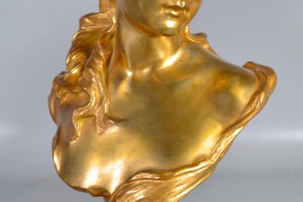 Buste de jeune fille en bronze doré