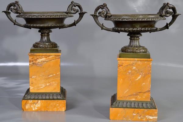Paire de cassolettes en bronze patiné et marbre ocre   Epoque Restauration     XIX° siècle