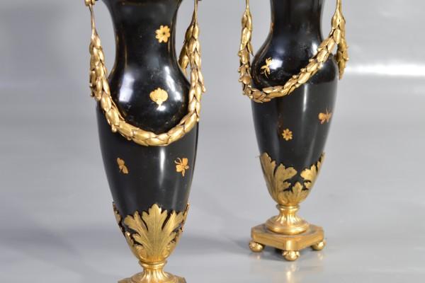 Paire de vases de style Louis XVI  Tôle peinte et bronze doré     XIX ° siècle