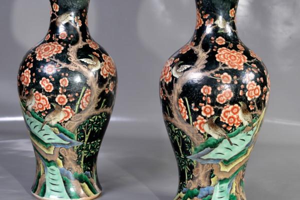 Paire de vases   famille noire     Chine        Dynastie Qing