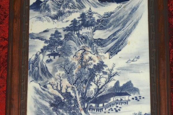 Plaque en porcelaine blanc bleu  CHINE   Dynastie Qing