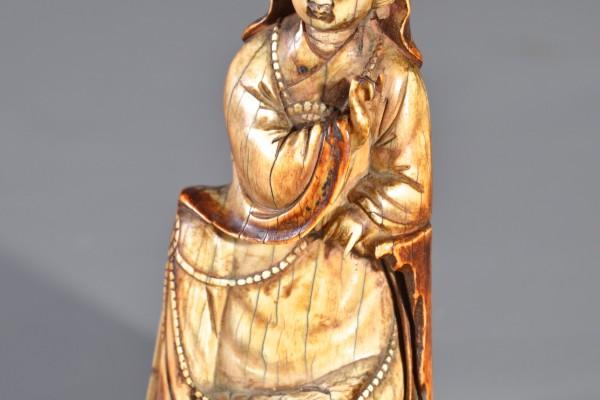 Guanyin en ivoire sculpté.        Chine          Dynastie Ming XVII°-XVIII° siècle