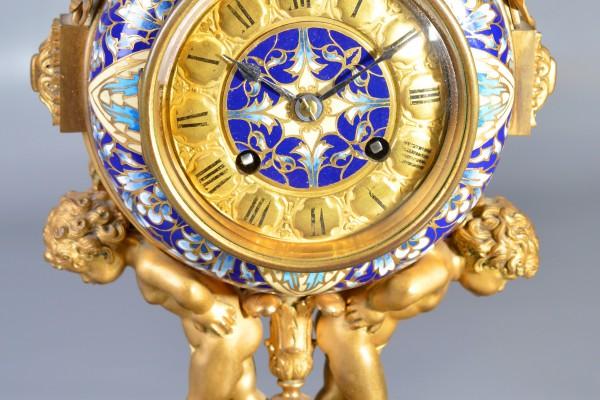 Pendule en bronze doré et émail cloisonné. Epoque XIX° siècle