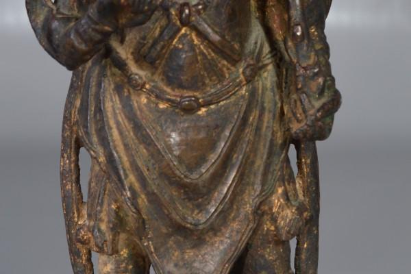 Gardien de temple en bronze patiné . CHINE  Dynastie MING